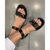 BUKELA sort sandal med rem bagtil