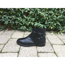 Bukela sort kort støvle med fede detaljer