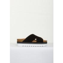 Blueonblue sorte ruskind sandaler